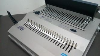 Брошюровщик (или брошюратор) - это устройство, предназначенное для переплета документа (скрепления листов).